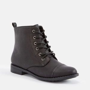 JUSTFAB KASSY Ankle Boots Size 8 Lace Up